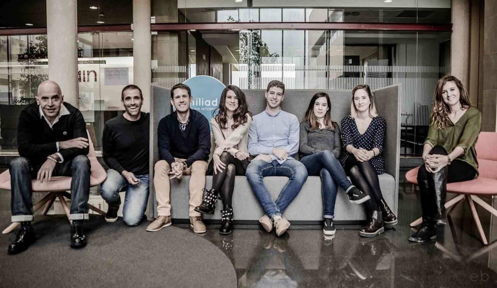 Foto del equipo de profesionales que atiende Familiados