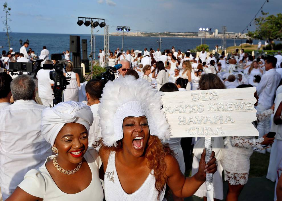 """""""Le Dîner en Blanc"""" IN HAVANA: FRENCH PICNIC AND AMERICAN AMBIANCE"""