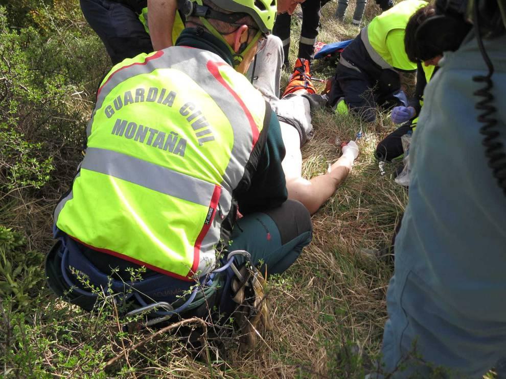 Herido un motorista tras sufrir un accidente en Nagore y caer por un barranco