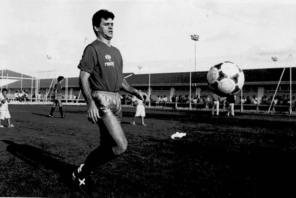 Javier Aguirre entrenando en Tajonar durante su etapa como jugador del C.A. osasuna.