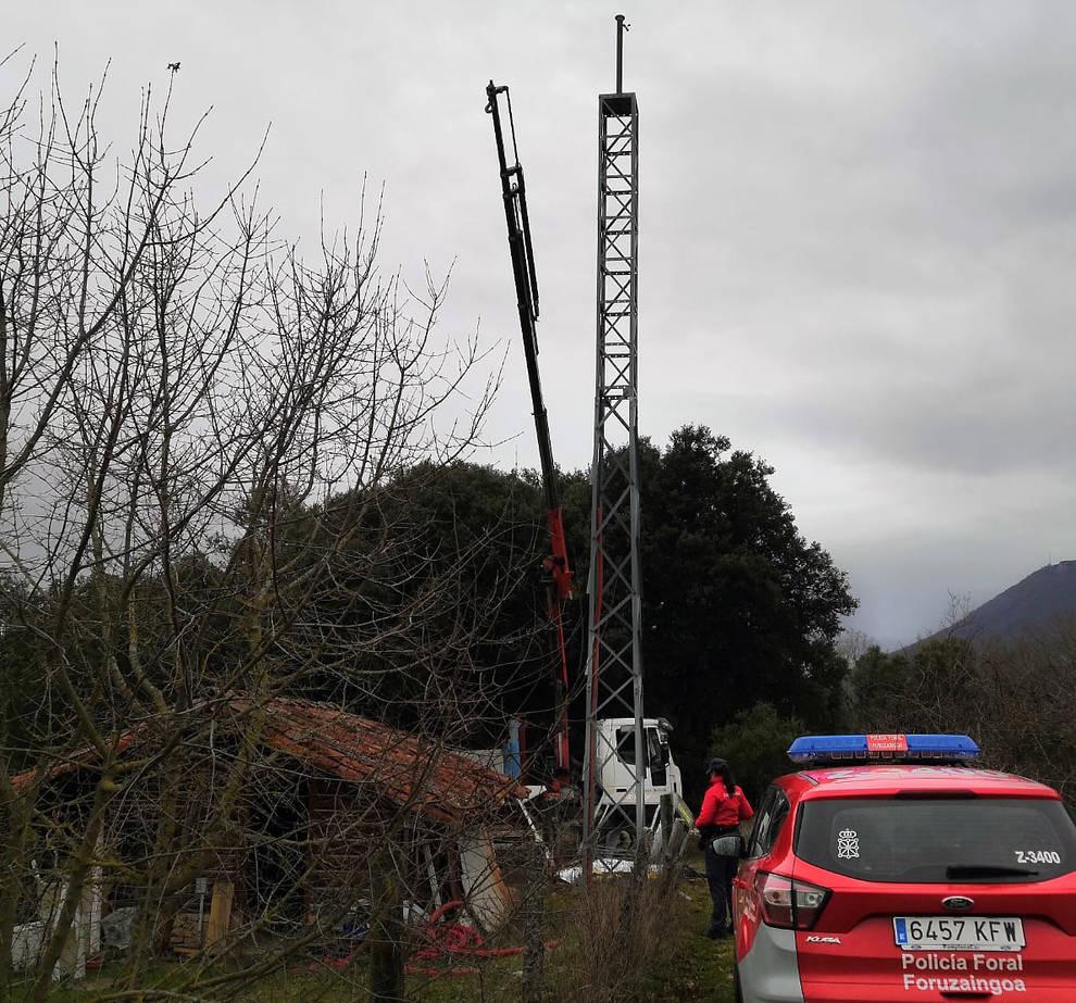 Fallece al caer la cesta de un camión grúa en el camping de Artaza