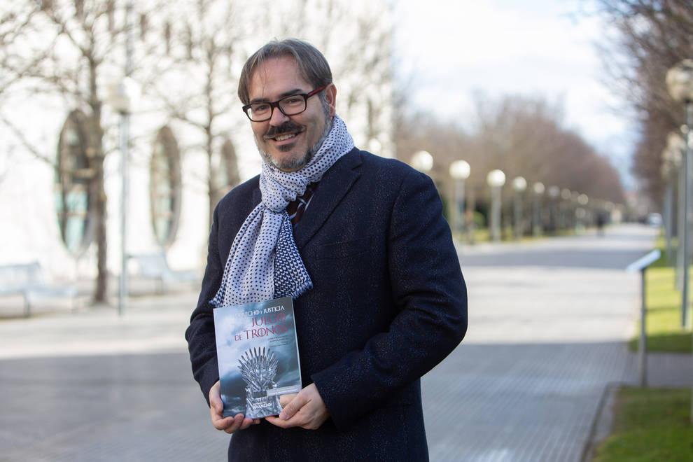 Un catedrático de la UPNA analiza los conflictos de Juego de tronos en su nuevo libro