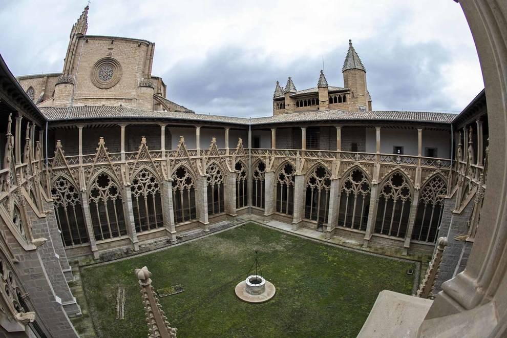 Fotos de la restauración del claustro gótico de la Catedral de Pamplona