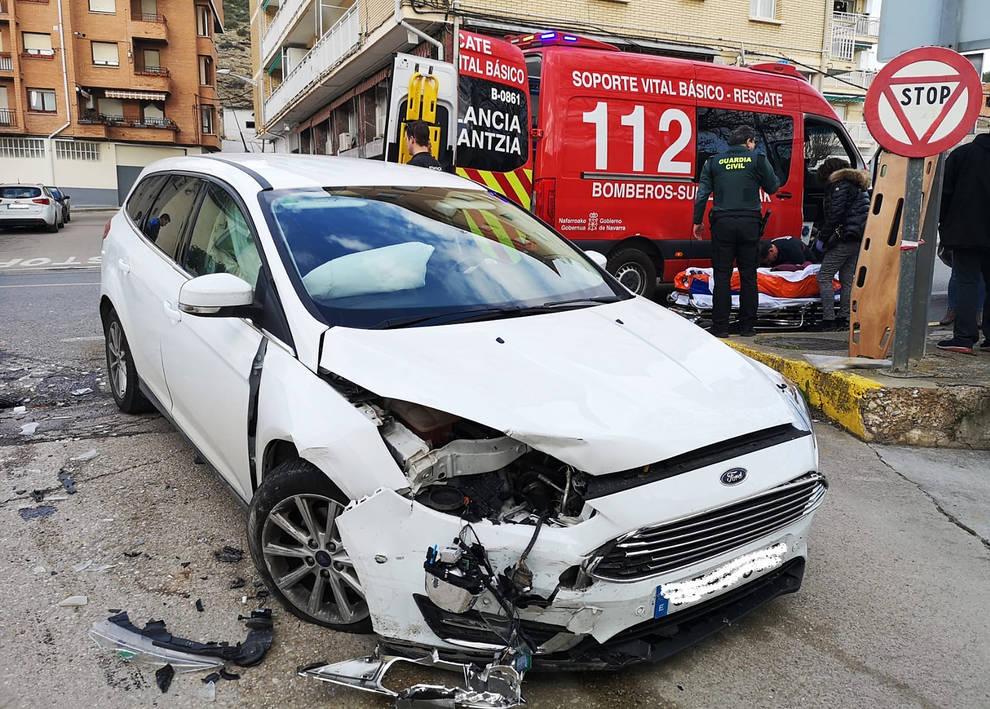 Tres heridos tras un choque entre dos vehículos en Lodosa