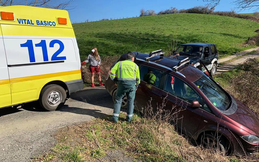 Accidente sin heridos en la N-121-A en Lantz