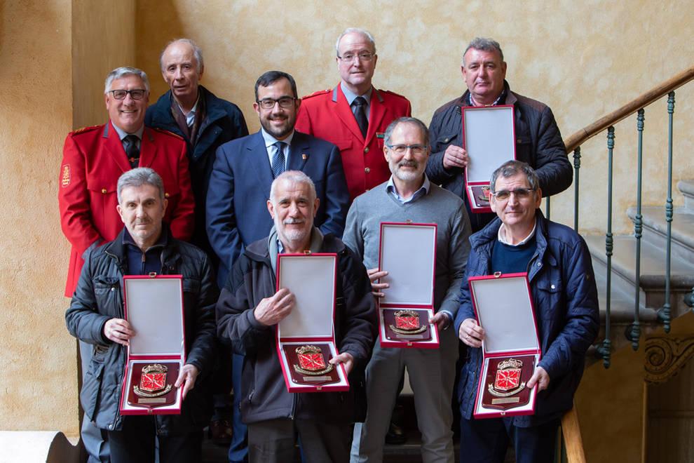 El Gobierno homenajea a los seis agentes de la Policía Foral jubilados el pasado año
