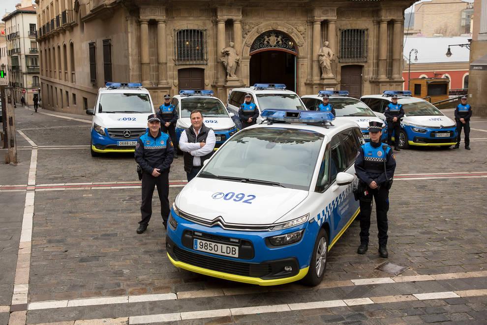 Policía Municipal amplía su parque móvil con cuatro coches y dos furgones nuevos