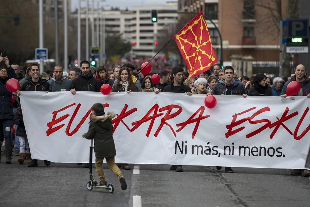 Fotos de la manifestación por el euskera en la educación en Pamplona
