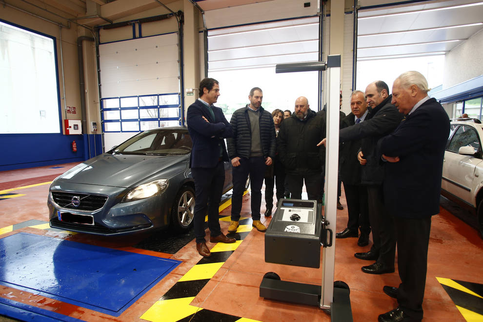 Las autoridades visitan la nueva instalación de ITV de Cordovilla
