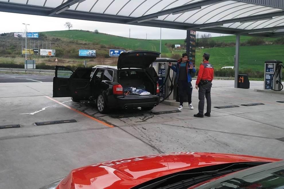Sanción a una persona por ir a aspirar el coche a una gasolinera en Pamplona