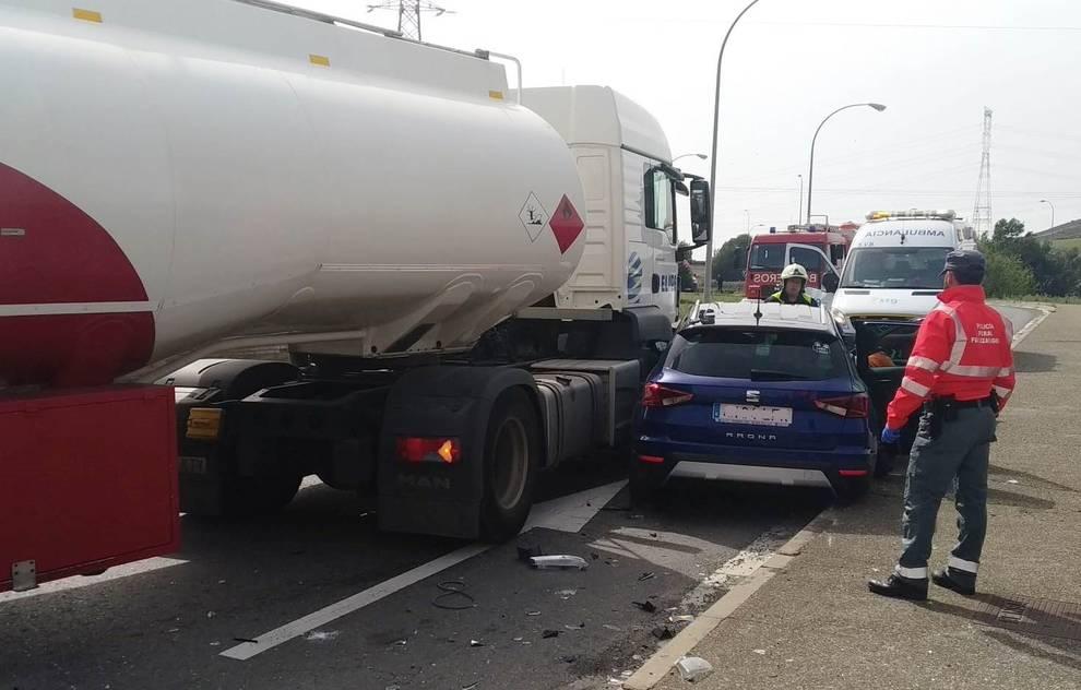 Un herido leve en Tudela tras una colisión entre un camión y un turismo
