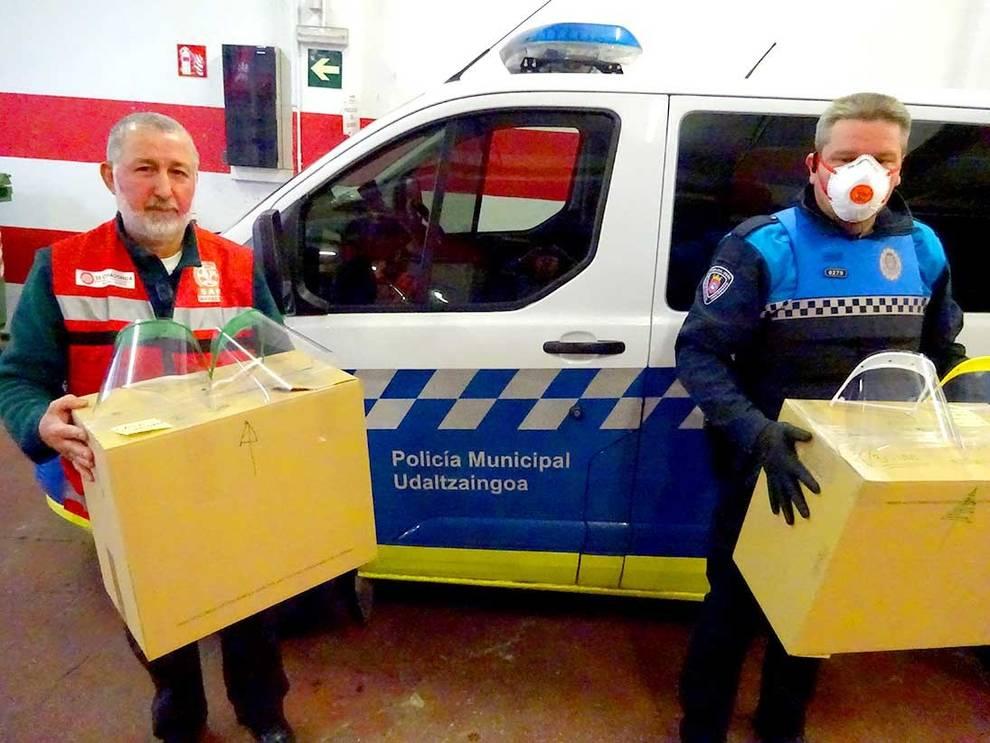 Policía Municipal de Pamplona recoge y distribuye pantallas contra el coronavirus