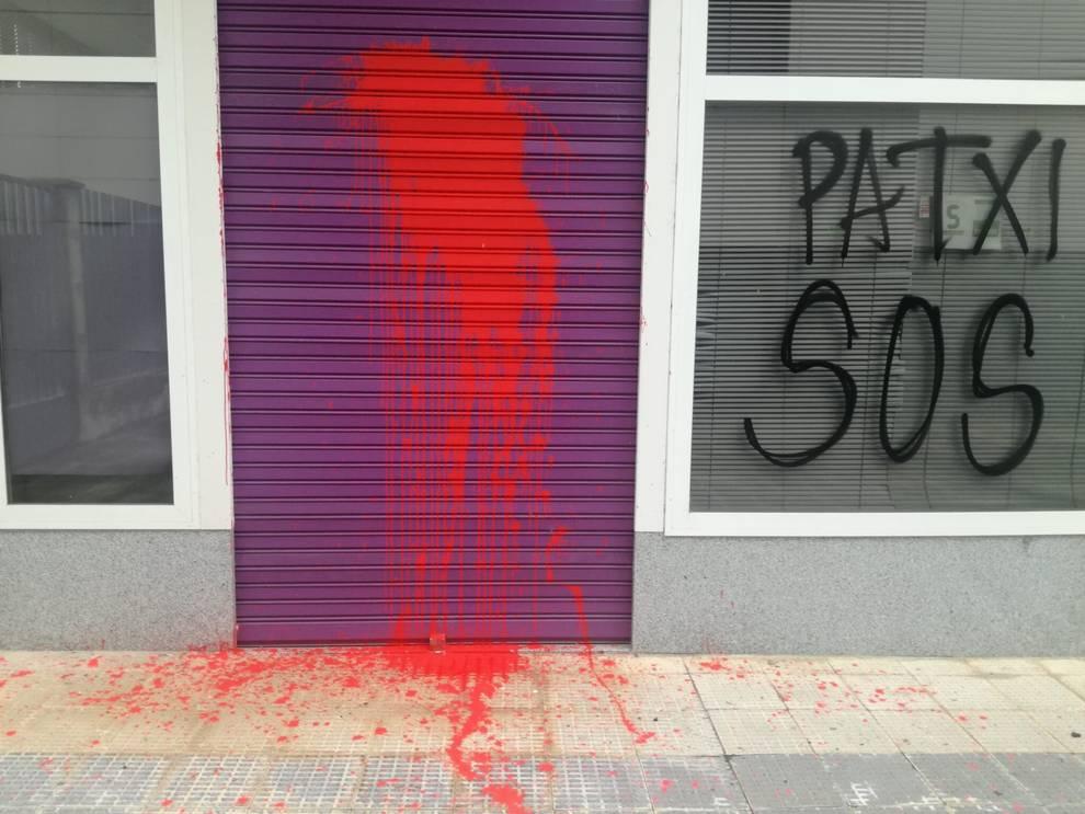 Atacan la sede de Podemos en Pamplona con pintadas a favor del etarra Patxi Ruiz