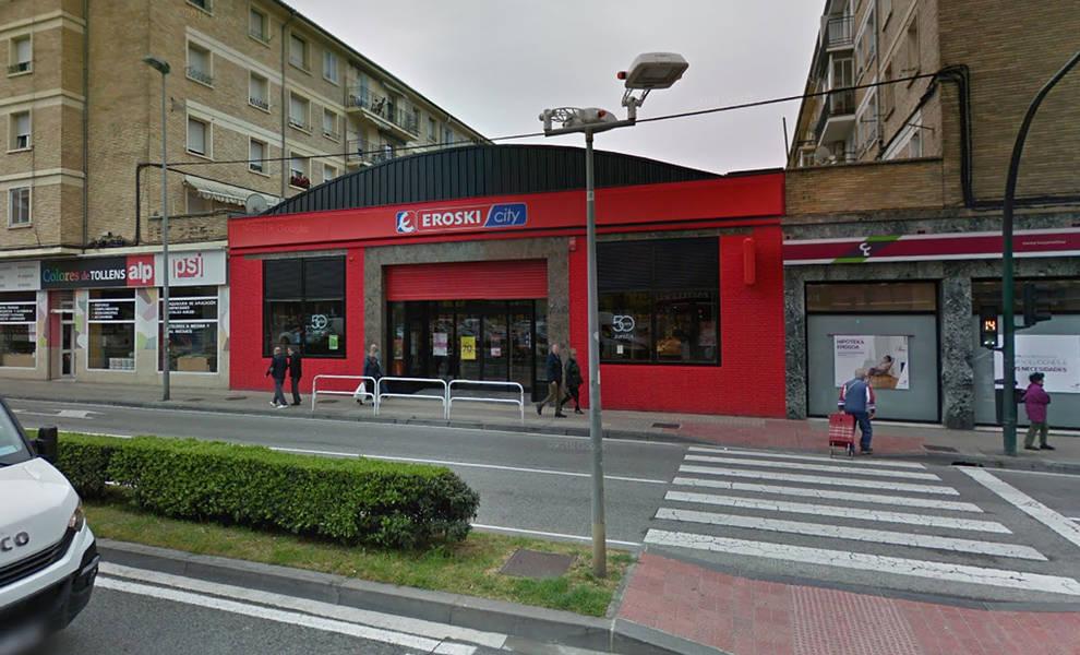 Herido al caer de 5 metros al interior de un supermercado de Pamplona