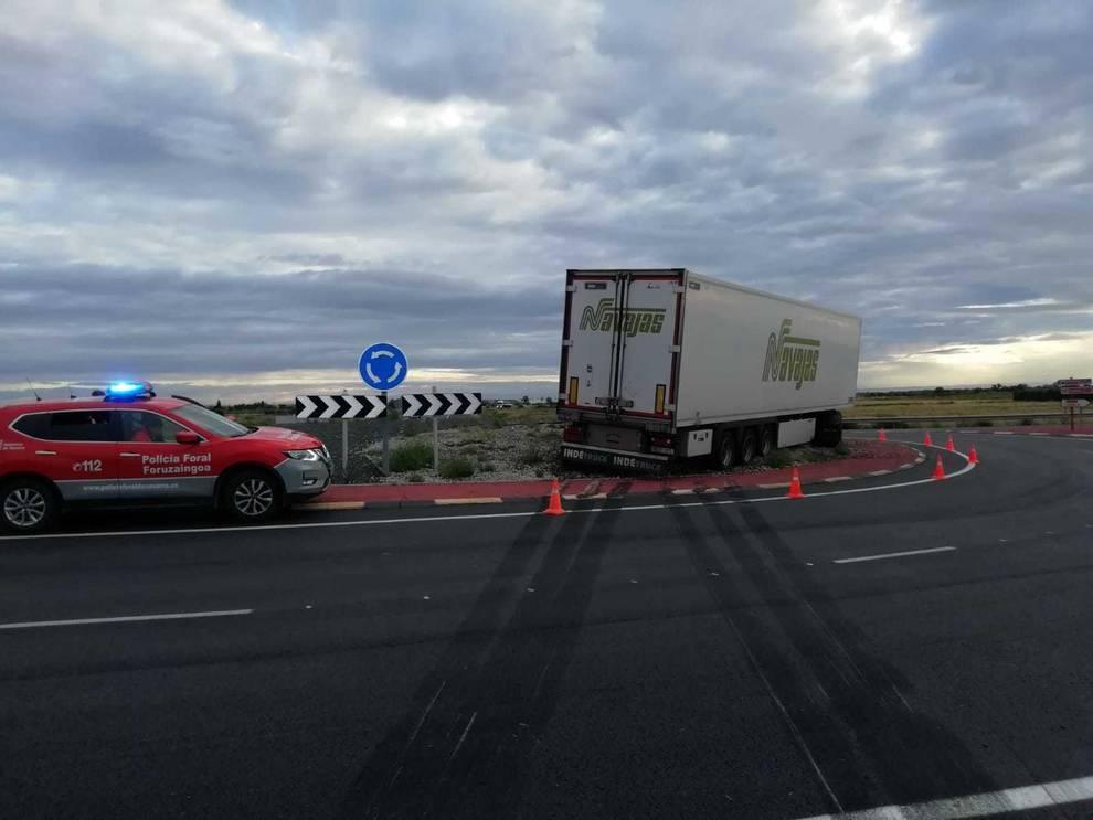 Un camión se accidenta en la N-113 sin heridos en Cintruénigo