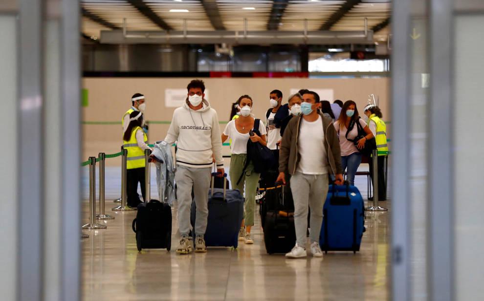 Los aeropuertos españoles comienzan a recibir a los primeros ...