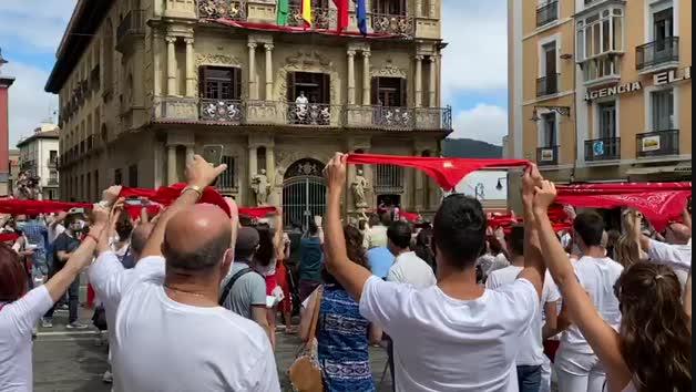 Así ha sido el no Chupinazo en la plaza del Ayuntamiento