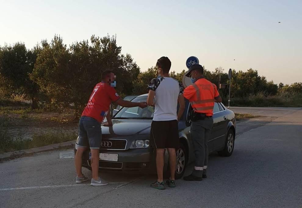 Denunciados en Navarra cuatro ocupantes de un coche por no llevar mascarilla