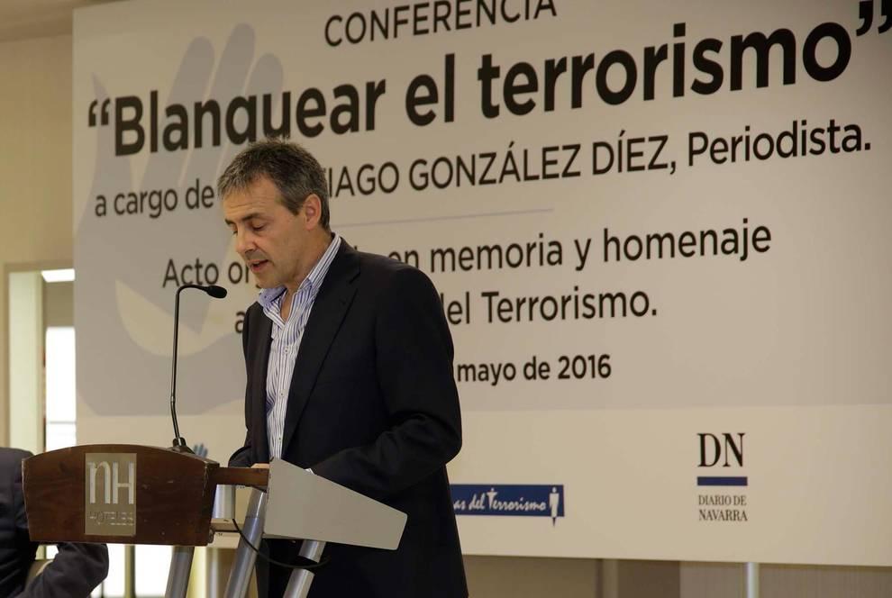 Tomás Caballero, durante su intervención en una conferencia anterior organizada en homenaje a las víctimas del terrorismo
