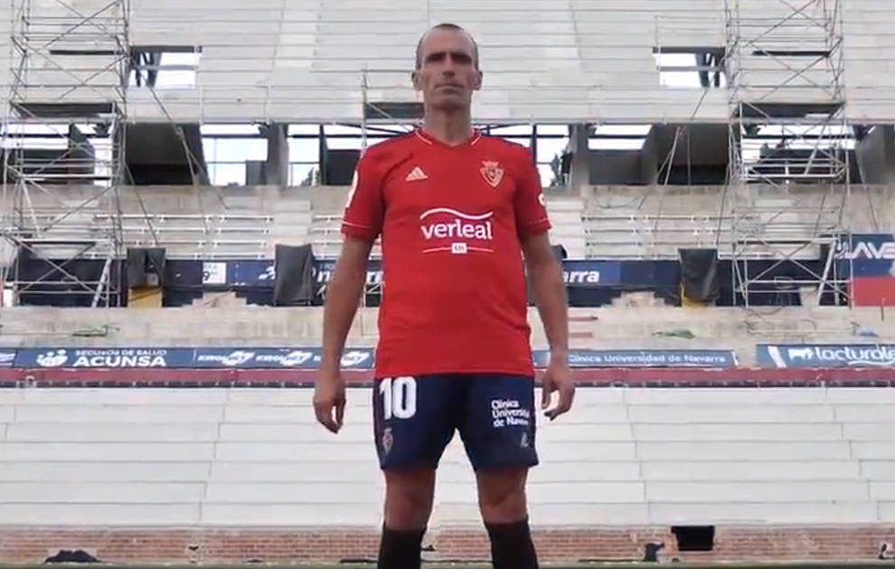 Escudo en oro, rojo, blanco y azul marino: así es la nueva camiseta de Osasuna