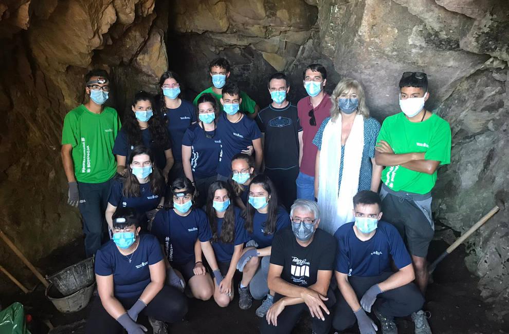 23 jóvenes realizan trabajos de voluntariado para localizar y recuperar búnkeres del franquismo