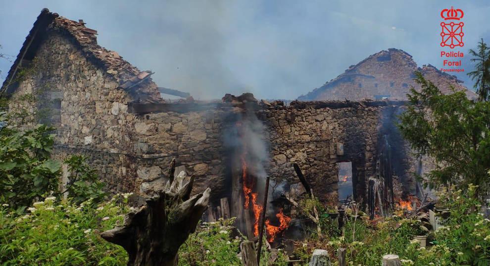 Detenido un vecino de Goizueta por quemar el caserío en el que vivía y su furgoneta