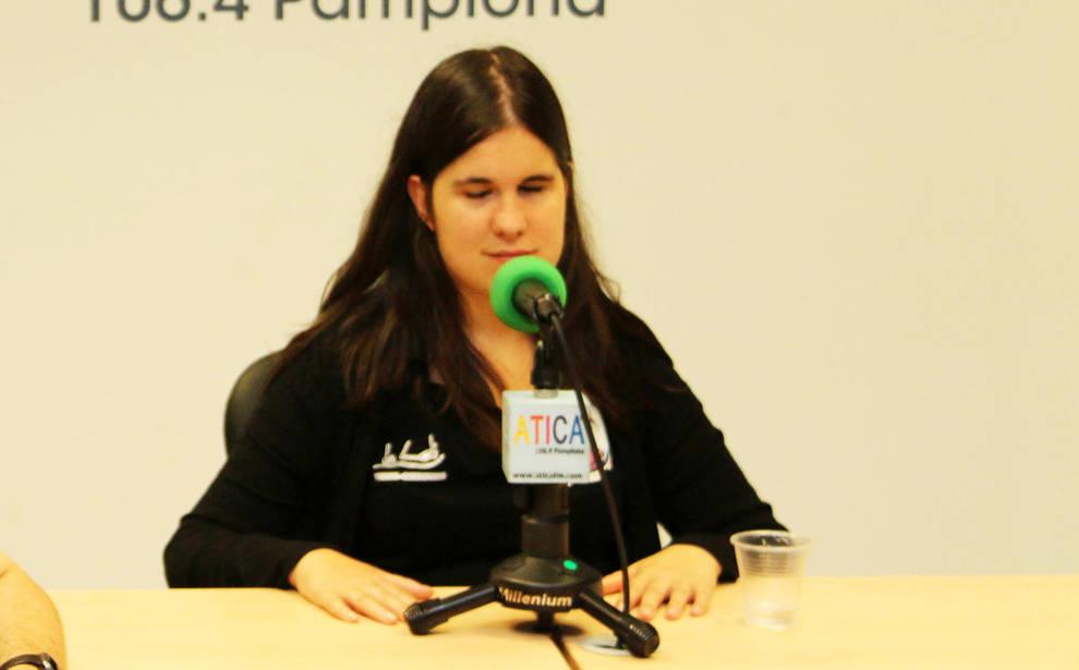 Ana Zabalza Izco, detrás de los micrófonos de Atica FM en 2018.
