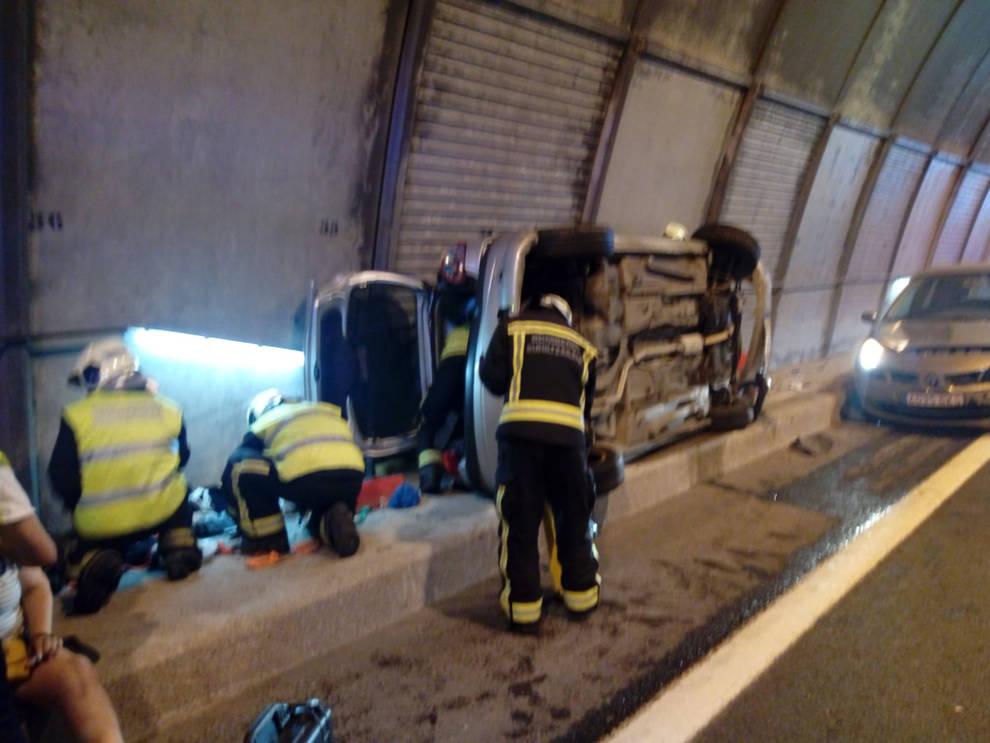 Tres heridos en una colisión dentro de un túnel de la A-15