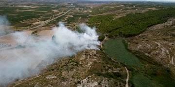 Arden dos hectáreas de matorral en Funes