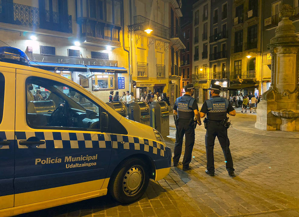 NAVARRA.-Policía Municipal de Pamplona realiza esta noche más de 60 denuncias, la mayoría por no llevar mascarilla o por botellón