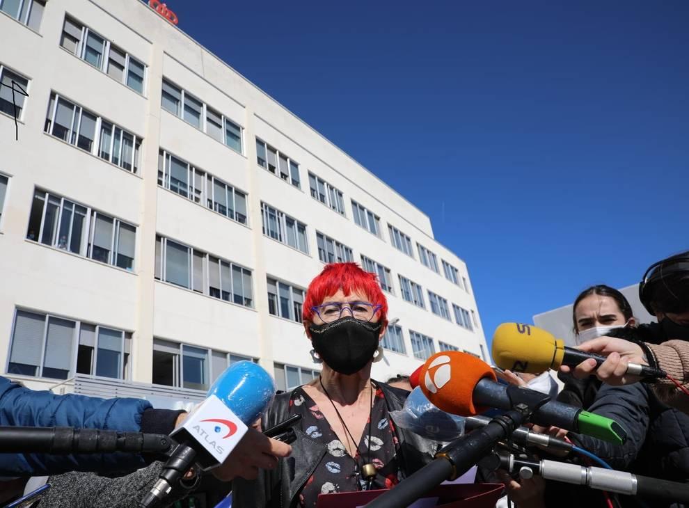 La consejera Santos Induráin atiende a los medios de comunicación