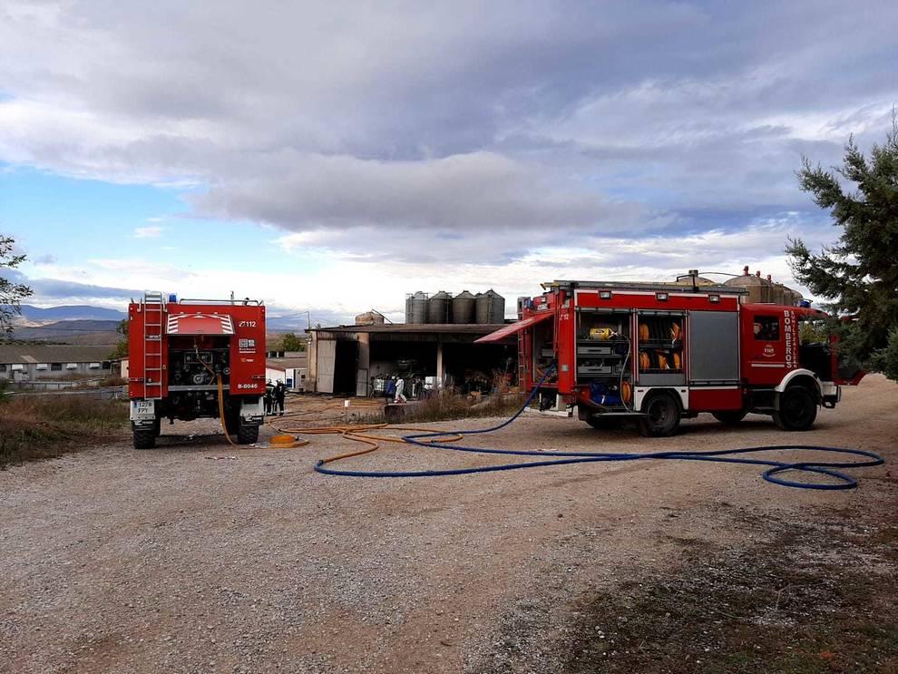 Un incendio sin heridos quema una nave de una granja de cerdos en Sesma