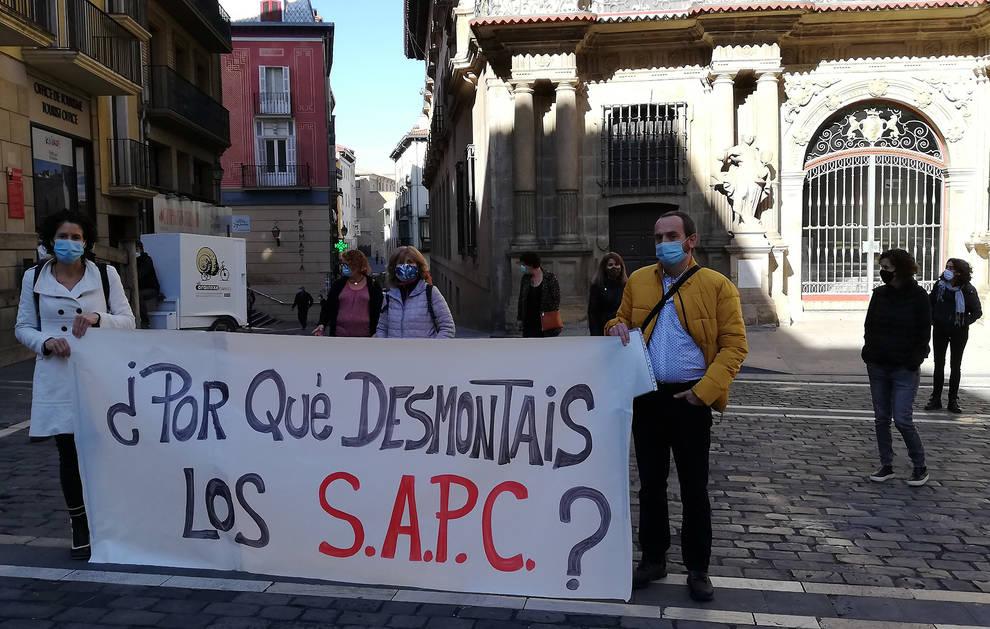 Protesta de los trabajadores del servicio de Infancia y Familia de Pamplona