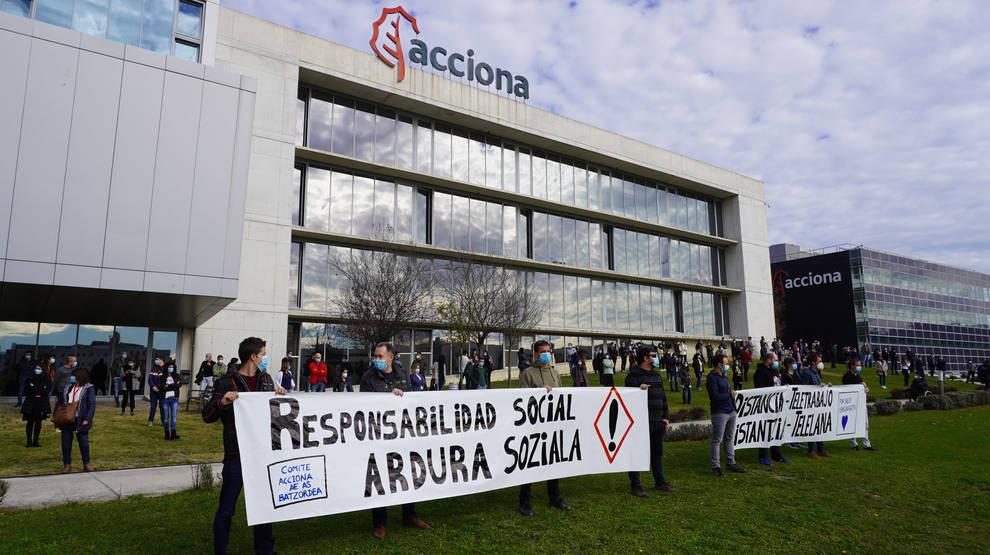 Trabajadores de Acciona se concentran para reclamar medidas de teletrabajo