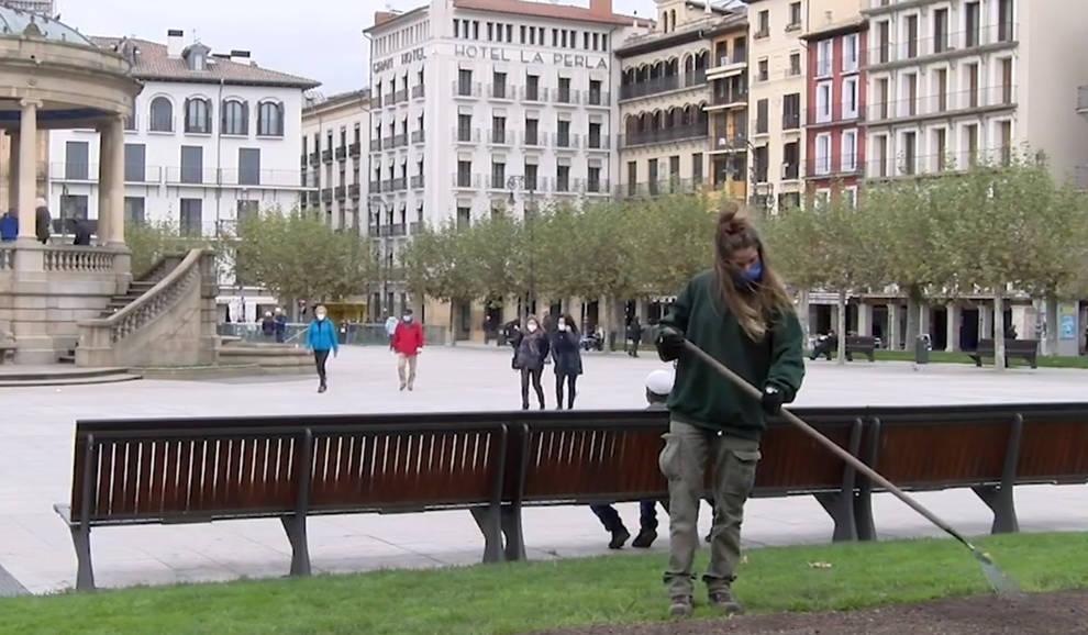 Pamplona comienza a plantar los bulbos y plantas de parterres y praderas