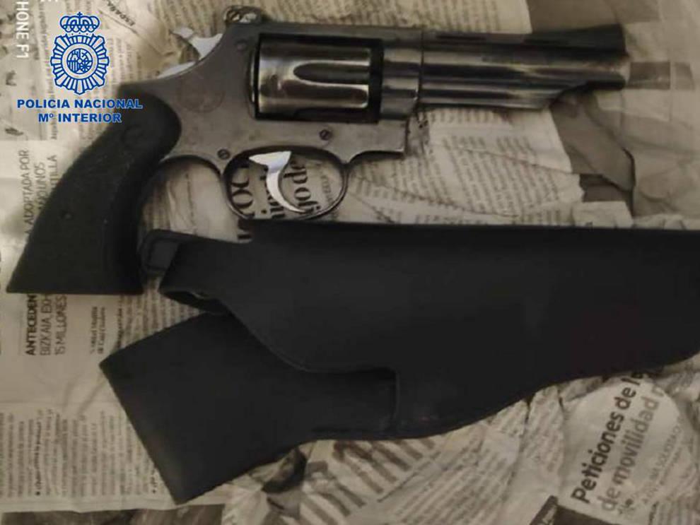 Localizado un revólver que habían robado a un vigilante de seguridad