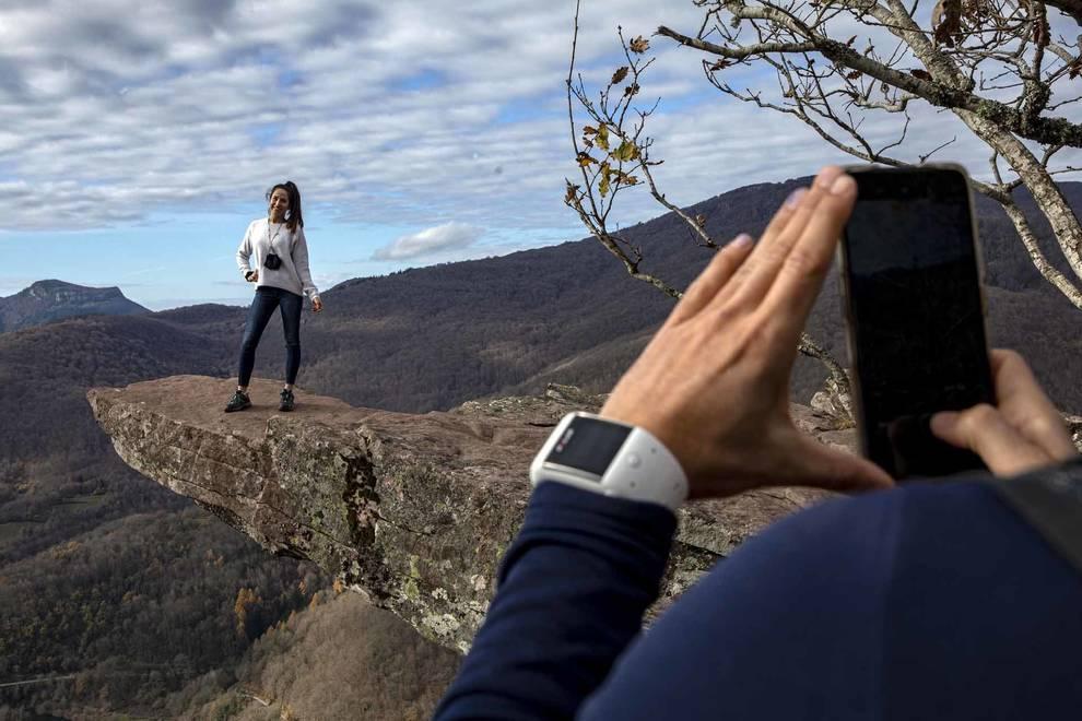 Fotos de visitantes en la cascada de Xorroxin, en el mirador de Zamariain y en el Cañón del río Ubagua. JESÚS CASO