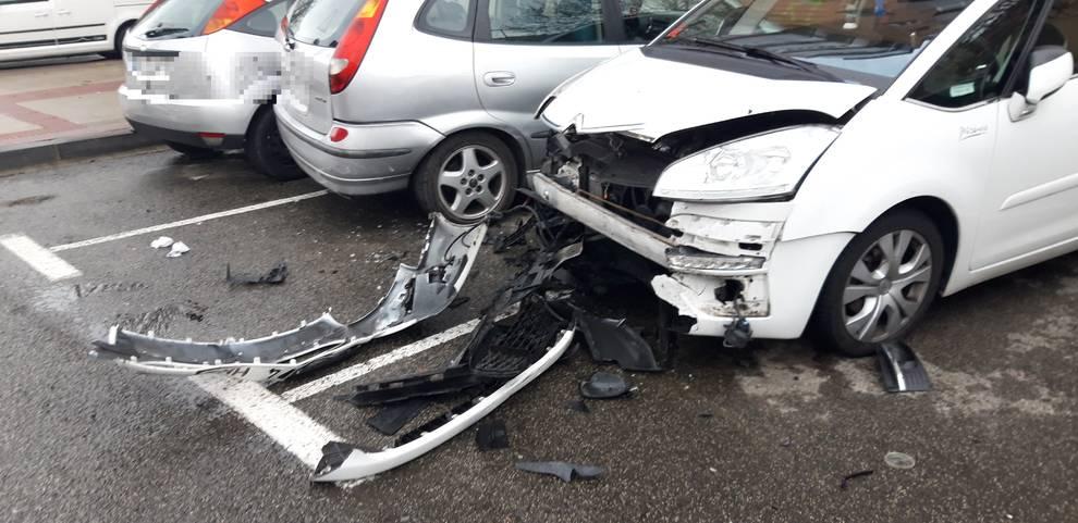 Denunciado por conducir ebrio y chocar contra tres vehículos en Pamplona