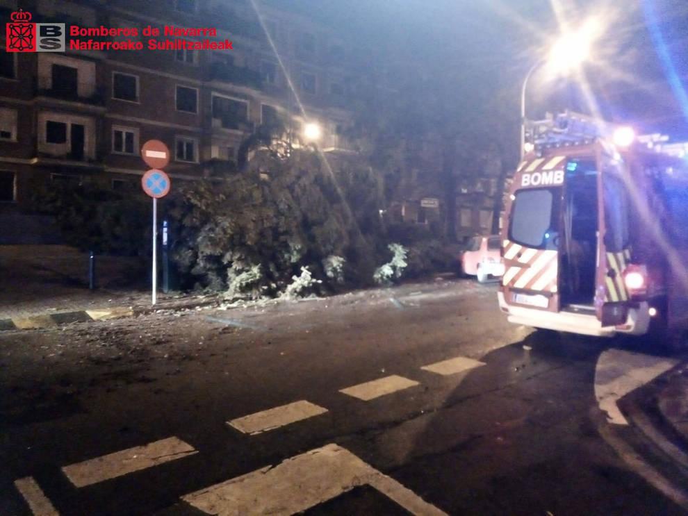 El fuerte viento obliga a la Policía Municipal y Bomberos a realizar distintas intervenciones