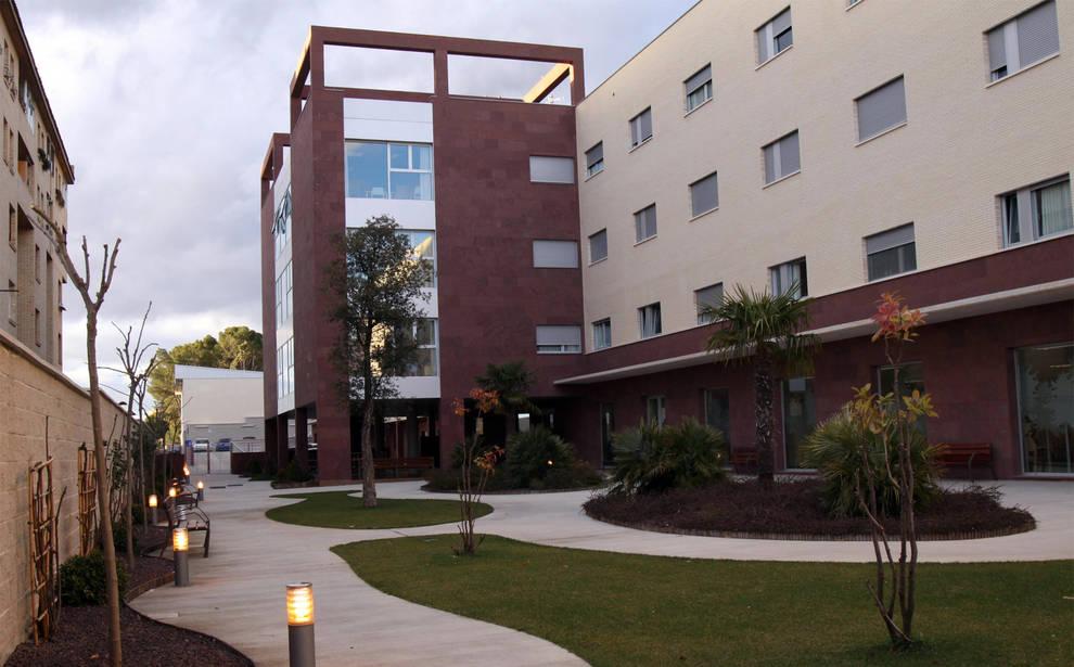 Edificio que ocupa el hospital San Juan de Dios de Tudela y que comparte con la residencia Torre Monreal.