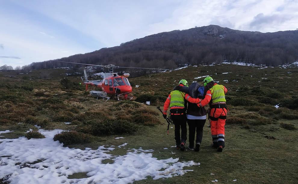 Rescatadas dos mujeres tras lesionarse el tobillo en los montes Ioar y Saioa