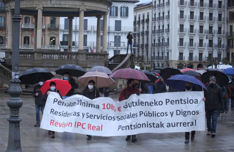 Pensionistas reclaman en Pamplona unas residencias públicas y dignas