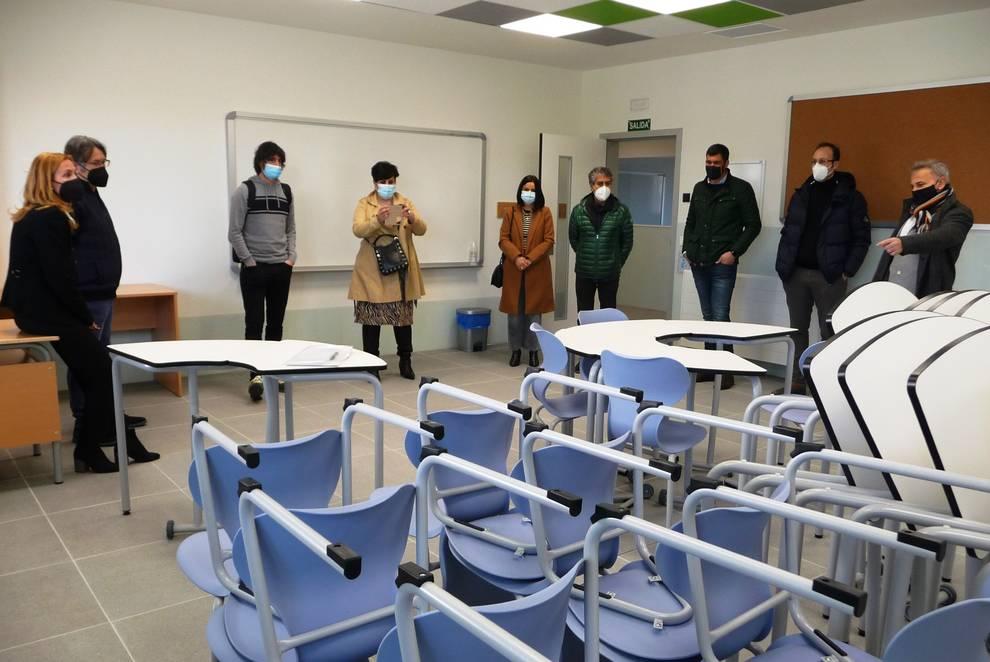 La Comisión de Educación del Parlamento visita el nuevo IES de Ribaforada