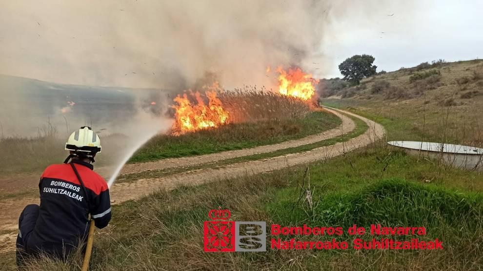 Declarado un incendio en las Bardenas, cerca del Ferial