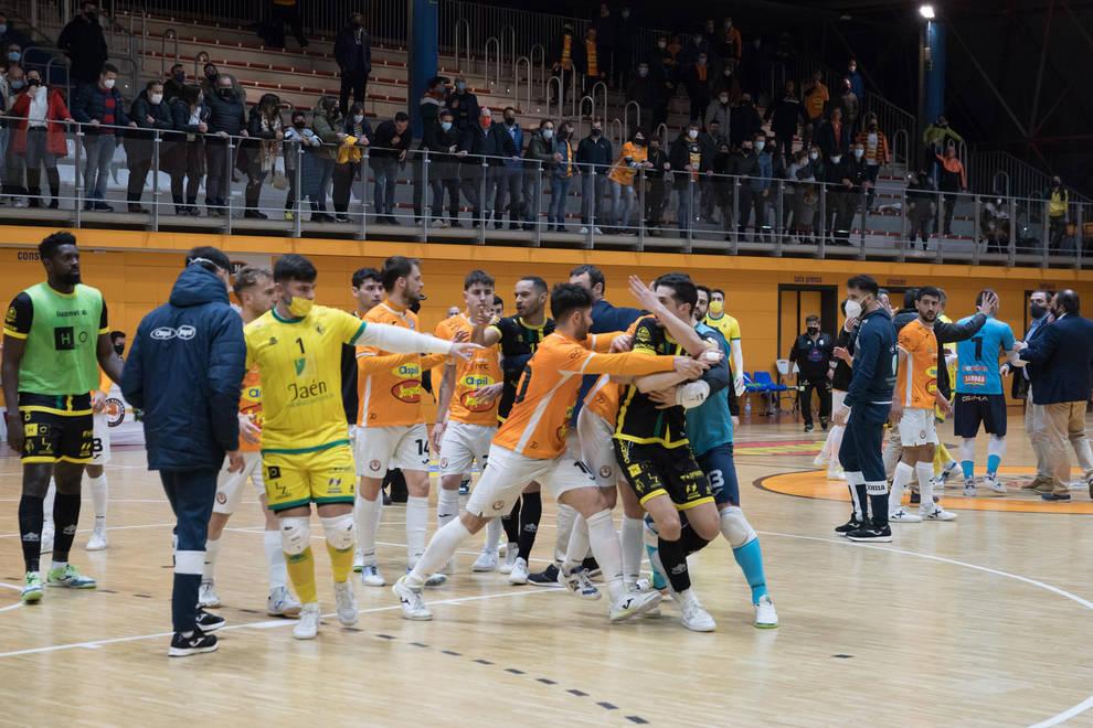 La victoria del Aspil-Jumpers termina con una tángana entre el público y jugadores del Jaén