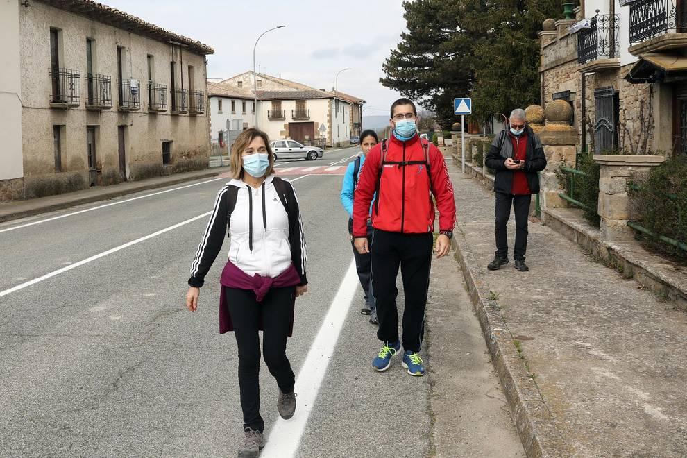 Peregrinos marchan a Javier pese a la suspensión