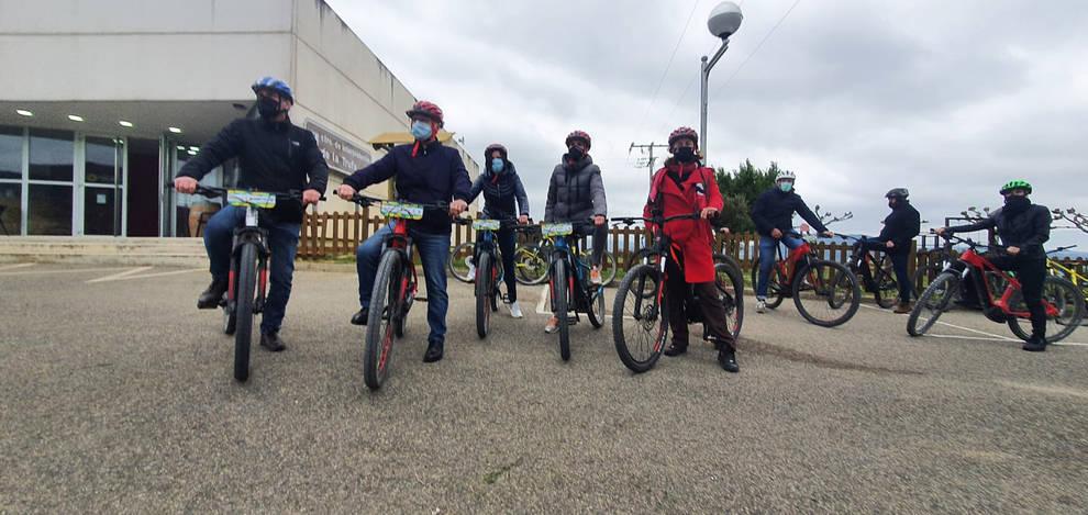 Fotos de la visita de María Chivite a las rutas ciclables de Metauten y Zúñiga