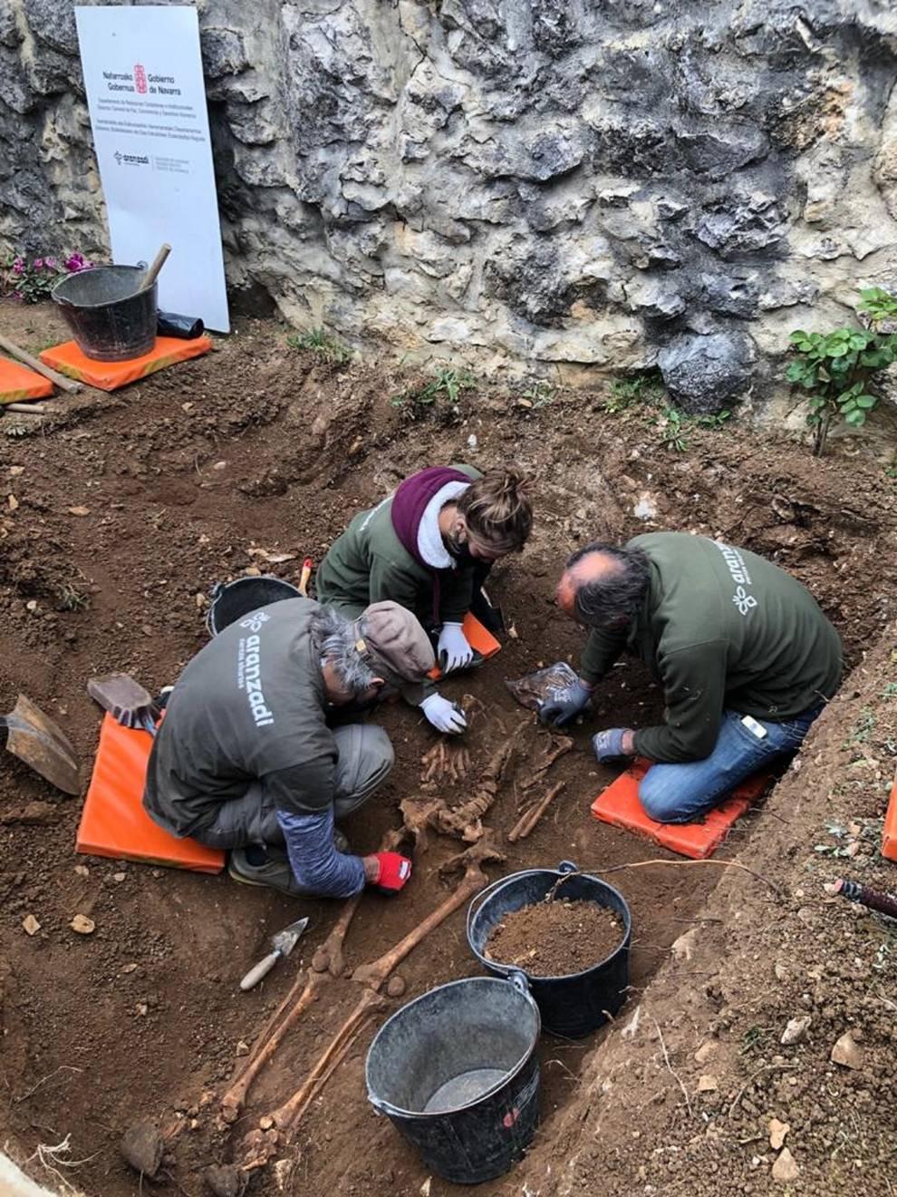 El Instituto Navarro de la Memoria exhuma en Lete el cuerpo de un asesinado durante la Guerra Civil
