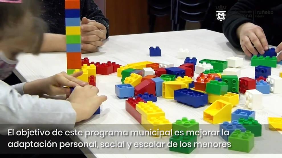 Pamplona atiende en su domicilio a más de 150 menores para prestarles ayuda