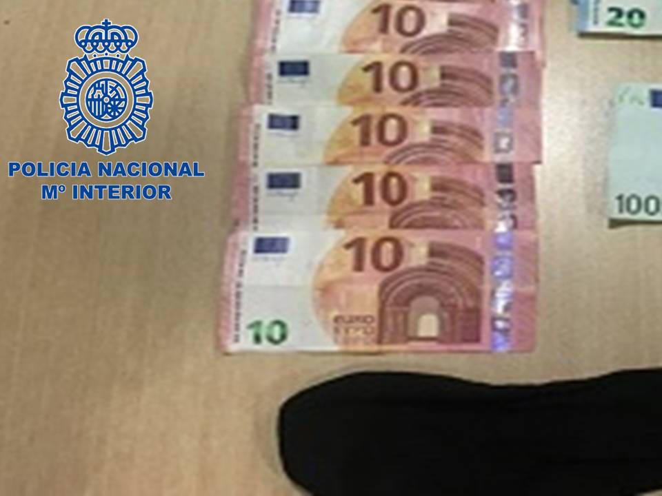 El calcetín, junto a varios de los billetes.